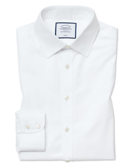 Non iron men's shirts offer more than style, though. Instead they have streamlined constructions, with breathable fibers maintaining their shapes throughout the day. This eliminates the worry of wrinkles, letting every outfit instead impress.